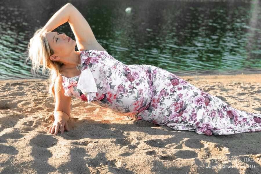 DIY pregnancy photoshoot on the beach
