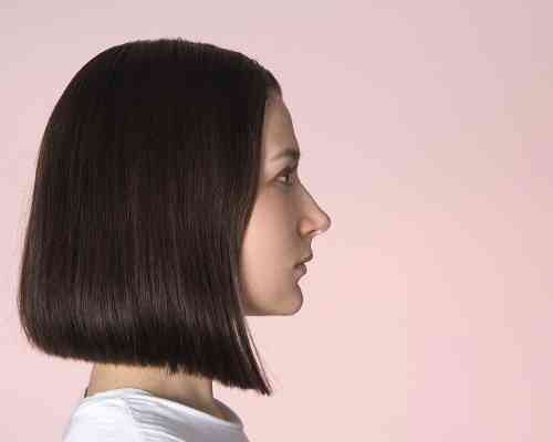 Blunt haircut for postpartum hair loss.