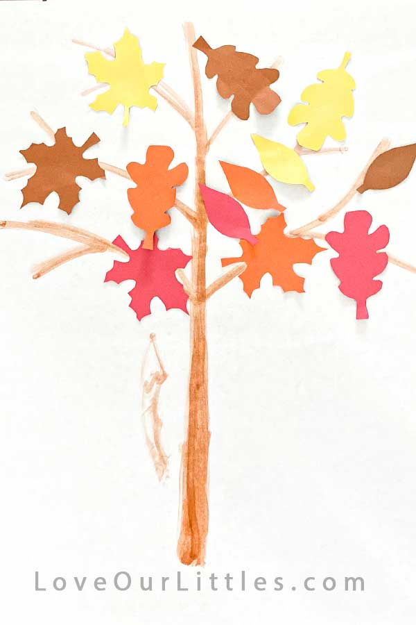 Fall crafts for toddlers with leaves on tree.
